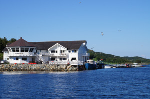 Leka Brygge, overnatting, havfiske, og andre aktiviteter på Namdalskysten i Trøndelag, Foto: Leka Brygge